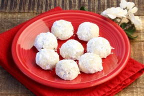 Best Russian Tea Cakes Recipe at TheFrugalGirls.com