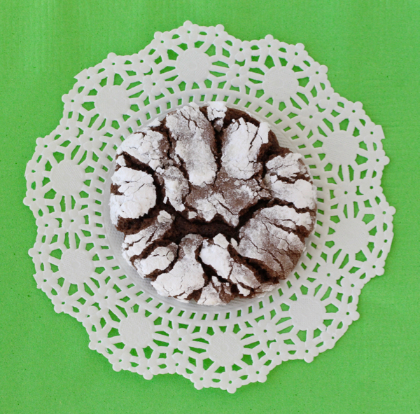 chocolate-crinkle-cookies-cake-mix-recipe-from-thefrugalgirls-com