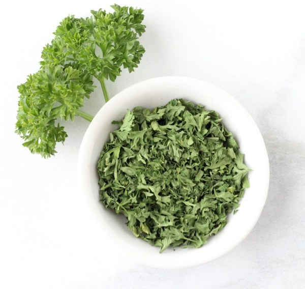 How to Dry Parsley Leaves