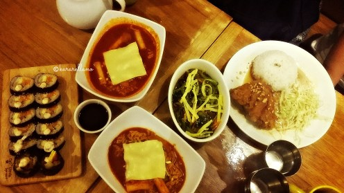 Rapokki w/ cheese, japchae