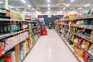 WEB_OPI_Tomato_Grocery-Stores-Giving-Away-Pot_Orims-Yomi