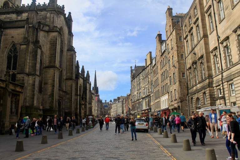 Street on the Royal Mile with church and stone buildings. No itinerary for one week in Scotland would be complete without at least a day or two in Edinburgh!