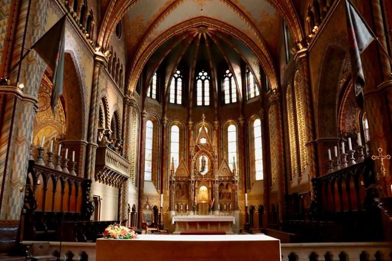 Altar and chancel area of Matthias Church