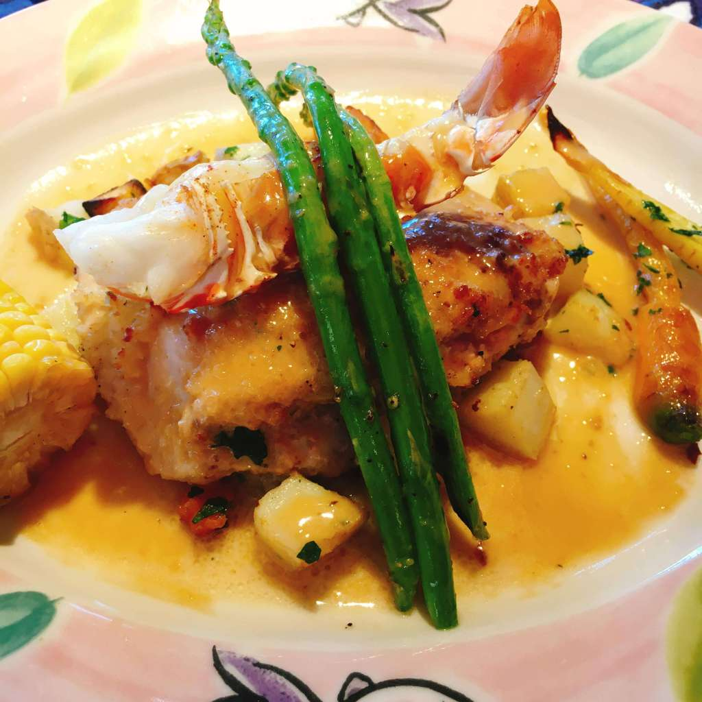 Fish and shellfish with green asparagus and sauce