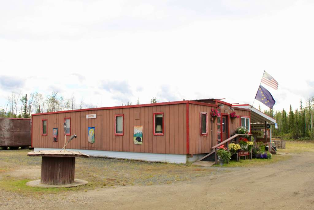 Red wooden building housing the Yukon River Camp lunch stop