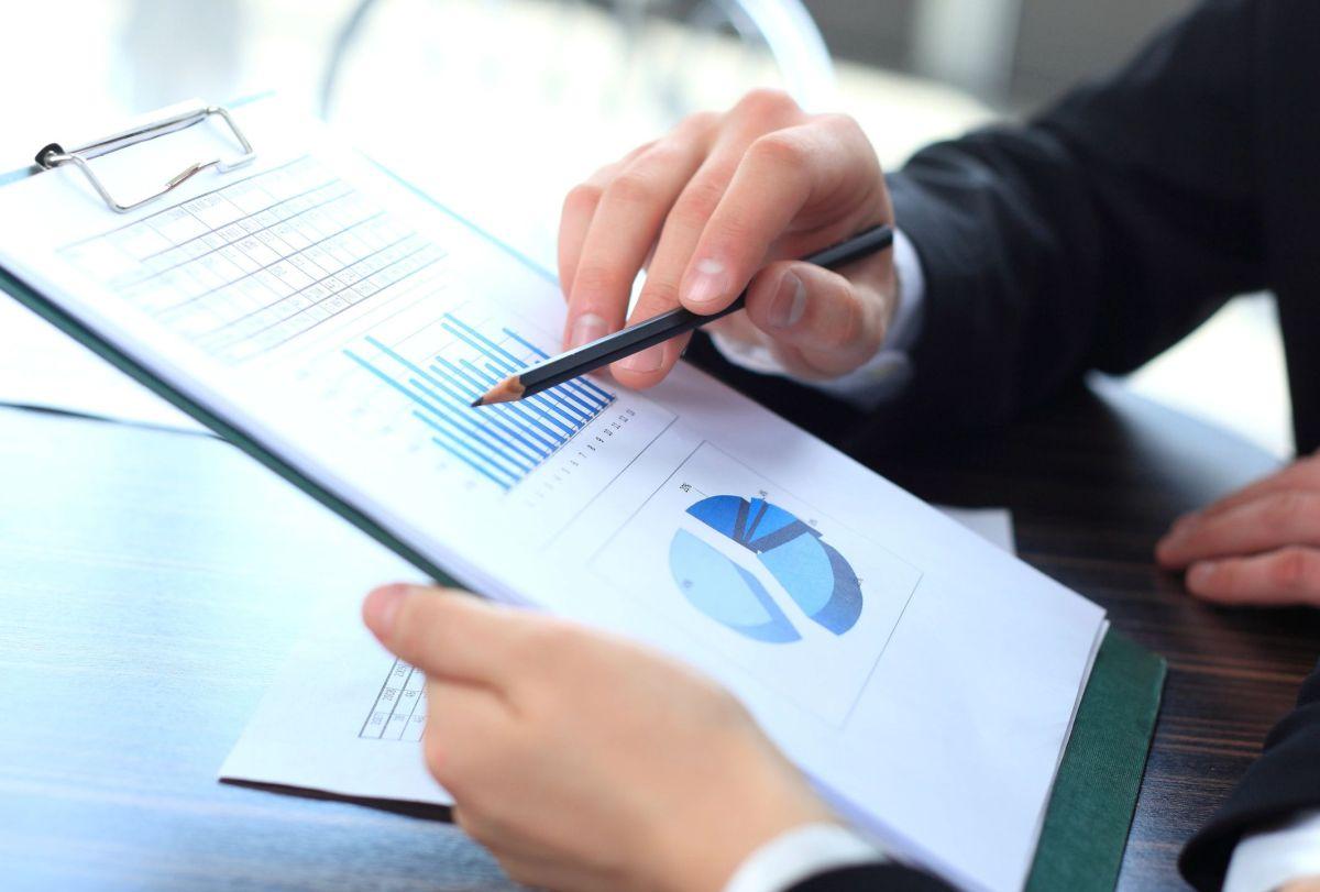 Identifying business analysis performance improvements