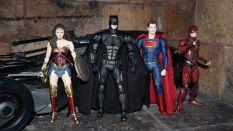 Batman-Justice-League-Tactical-Suit-Mafex-Review-22