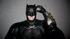 Batman-Justice-League-Tactical-Suit-Mafex-Review-8
