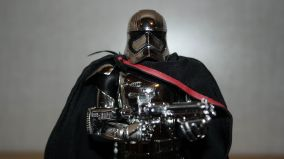 Star-Wars-Mafex-Captain-Phasma-Review-14