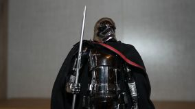 Star-Wars-Mafex-Captain-Phasma-Review-3
