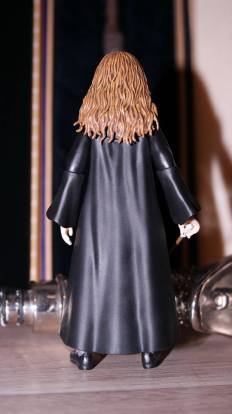 SH-Figuarts-Harry-Potter-Hermione-Granger-Review-3