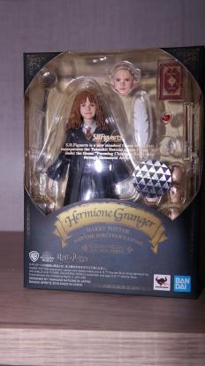 SH-Figuarts-Harry-Potter-Hermione-Granger-Review-8