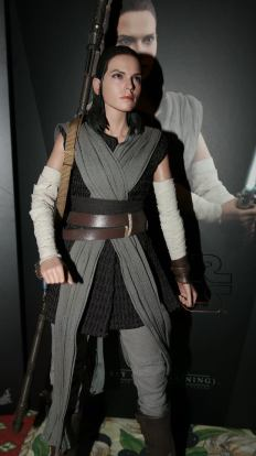 Star Wars Hot Toys Rey (Jedi Training) Review 8
