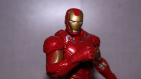 Marvel-Legends-Iron-Man-Review-3