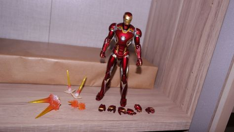 S.H Figuarts Iron Man Mark XLV (Avengers Age of Ultron) Review 4
