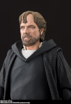 Bandai-Tamashii-Nations-SH-Figuarts-Star-Wars-The-Last-Jedi-Crait-Luke-Skywalker-Promo-05