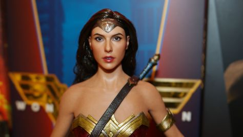 Hot Toys Review - Wonder Woman (Batman Vs Superman) 12