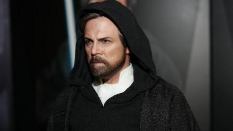 Hot Toys Luke Skywalker - Crait Star Wars: The Last Jedi 1