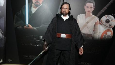 Hot Toys Luke Skywalker - Crait (Star Wars: The Last Jedi) 3