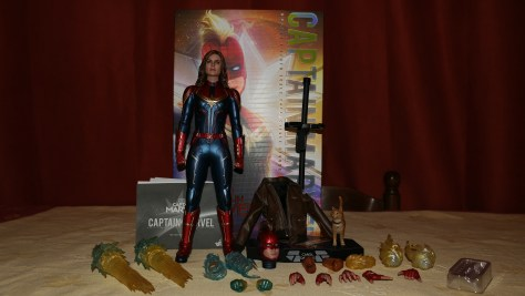Hot Toys Captain Marvel Deluxe Review 021