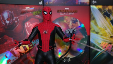 Hot Toys Spider-Man Upgrade Suit Review 011
