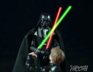 Hasbro-Star-Wars-Black-Series-Darth-Vader-Review-duel-7