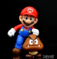SH-Figuarts-Bandai-Super-Mario-Playset-D-Review-goomba-chase