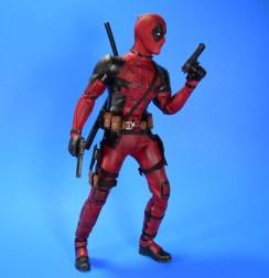 hot-toys-movie-masterpiece-deadpool-mms-437-ryan-reynolds-12