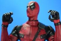 hot-toys-movie-masterpiece-deadpool-mms-437-ryan-reynolds-hands-07