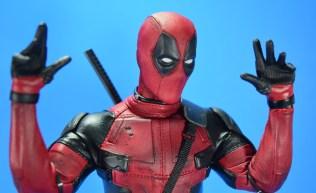 hot-toys-movie-masterpiece-deadpool-mms-437-ryan-reynolds-hands-08