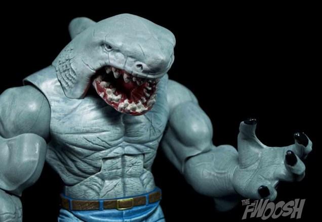 Mattel-DC-Comic-Multiverse-King-Shark-Review-grasp