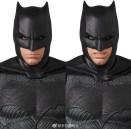 Medicom MAFEX Justice League Batman Promo 09