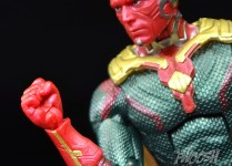 Hasbro-Marvel-Legends-Toys-R-Us-Avengers-Pack-Review-Vision-fist