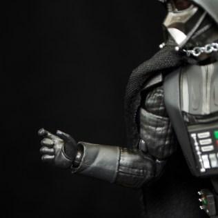 SH-Figuarts-Bandai-Star-Wars-ANH-Darth-Vader-Review-choke-hand