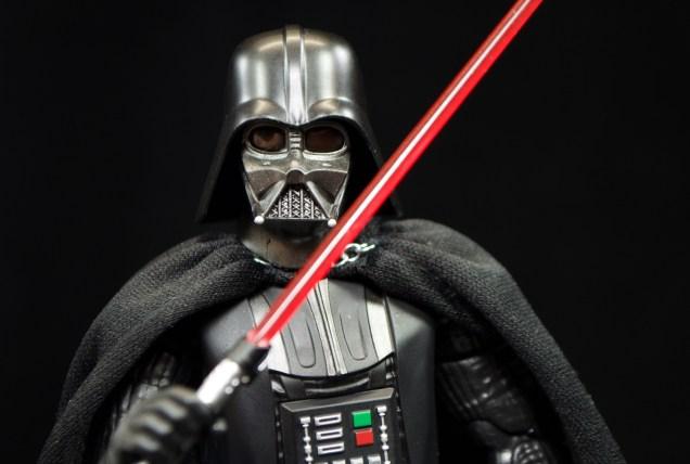 SH-Figuarts-Bandai-Star-Wars-ANH-Darth-Vader-Review-cross-saber