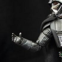 SH-Figuarts-Bandai-Star-Wars-ANH-Darth-Vader-Review-open-hand