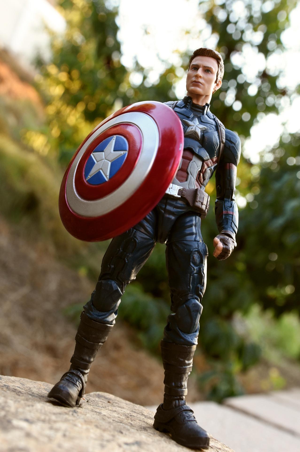 hasbro: marvel legends captain america and crossbones |