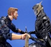 Hasbro Marvel Legends Avengers Infinity War Corvus Glaive and Loki 2 Pack 06