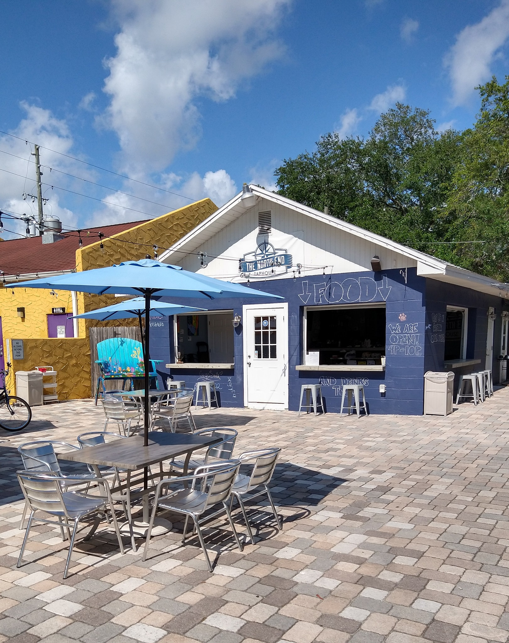 Exterior shot of North End Taphouse in Gulfport Florida