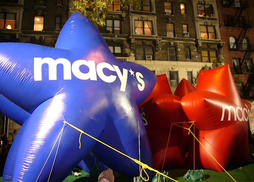 """Blue and red star Ballons that say """"Macy's"""""""