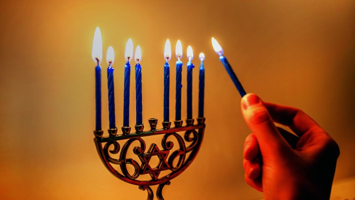 Lighting of menorah candles