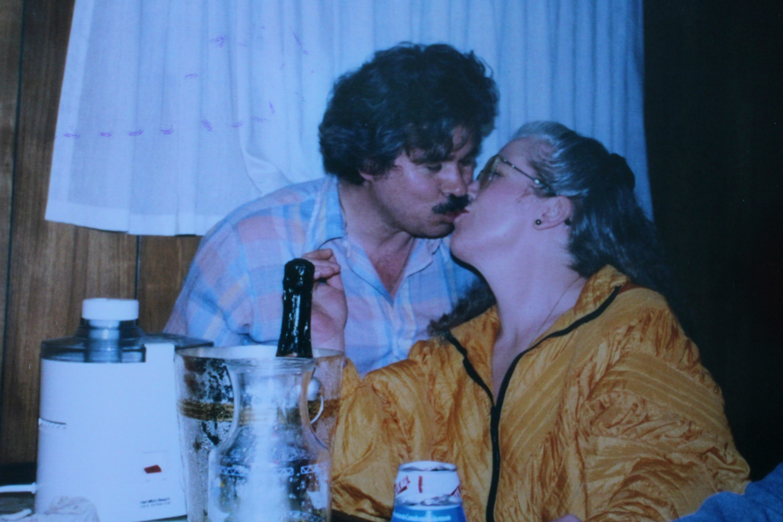 An older photo of a man and woman kissing