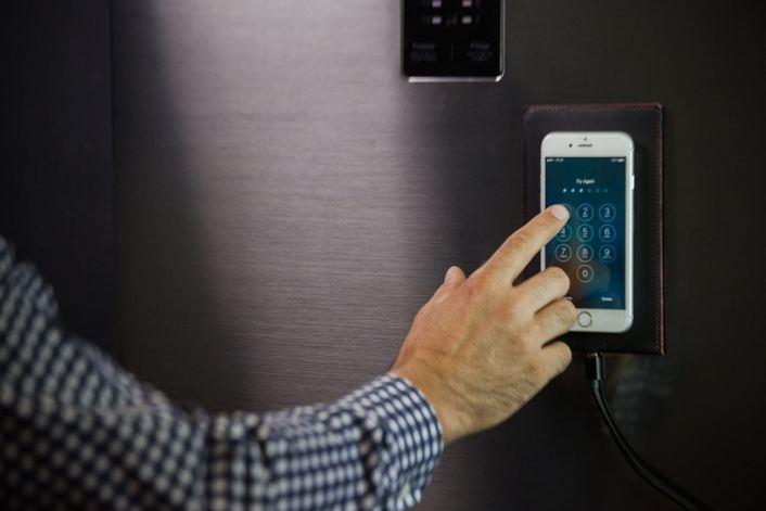Αποτέλεσμα εικόνας για wireless magnetic charging pad woolet gif