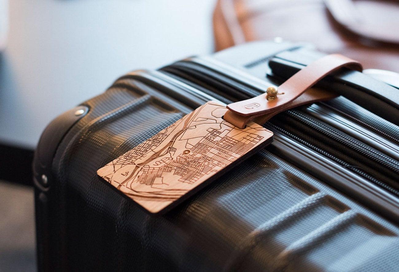 New Custom Customizable Wood Luggage Tag » Gadget Flow