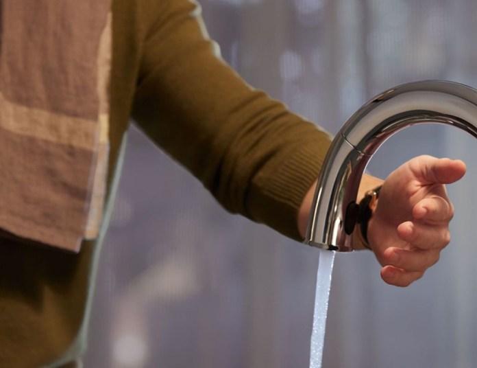 Kohler smart faucet has touch controls