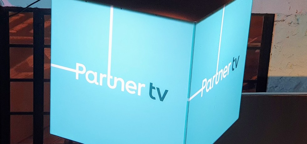 פרטנר TV לוגו. צילום צחי הופמן