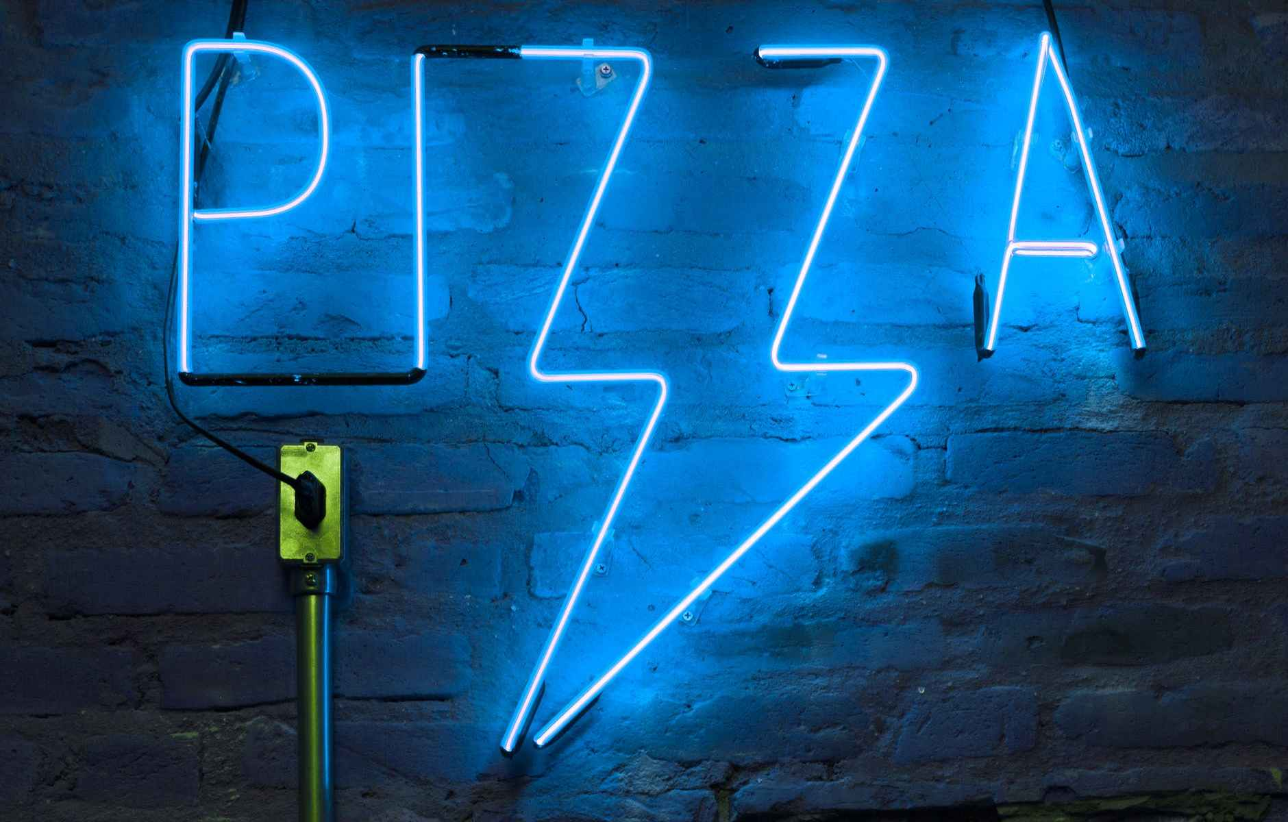 blue pizza neon signage turned on