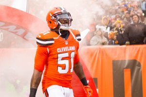 Jamie Collins is in the final stages of agreeing to stay with the Cleveland Browns beyond 2017. (Scott R. Galvin/USA TODAY Sports)