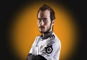 The Man of Many Jersey's in probably his earliest with the Copenhagen Wolves. Courtesy of eSportsHeaven.com