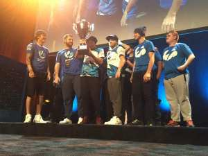 An all-Brazilian final, an all-Brazilian dominance: winners Luminosity and runners-up Tempo Storm pose together with Luminosity's Dreamhack Austin trophy. Photo courtesy ESPN.br.
